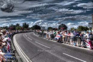 A slightly more stylised HDR of the building crowds.